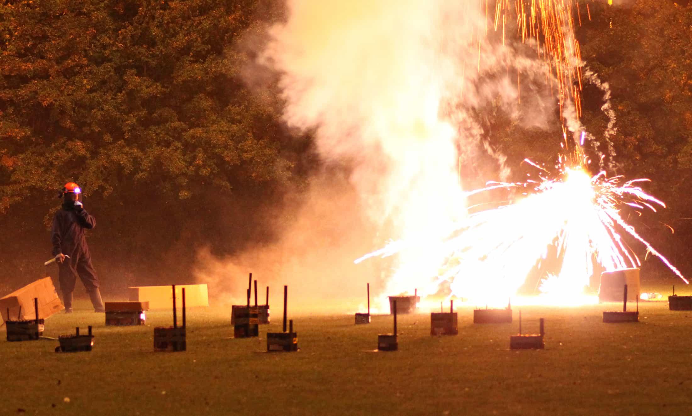 Low breaking firework